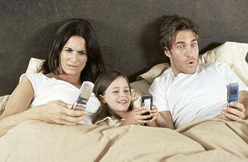 日本美容健康网站提醒:经常玩手机人会变丑